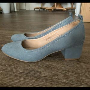 Universal Thread size 7 blue block heel